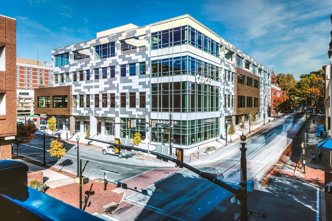 Luxurious 2-Bedroom Condo In Lancaster Central Business District
