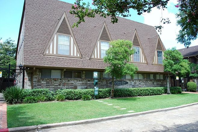 1130 SqFt House In Great Uptown