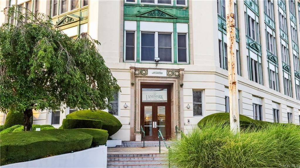 Stately 1-Bedroom House In Port Chester