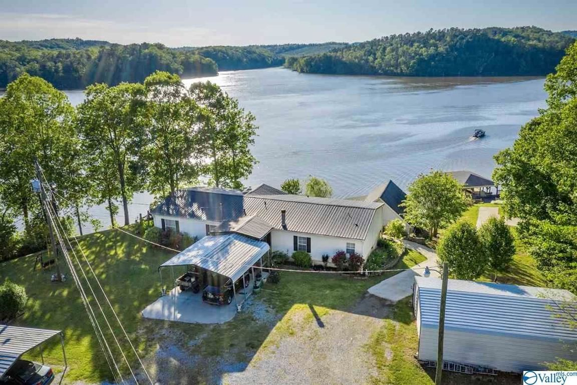 1960 SqFt Mobile Home In Ohatchee