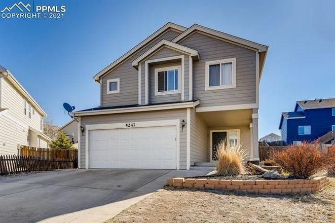 5-Bedroom House In Stetson Hills