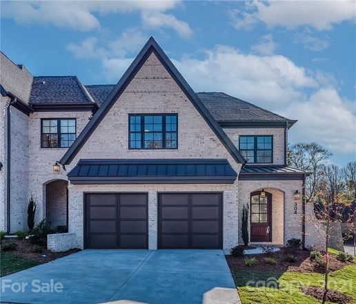 Luxurious 4-Bedroom House In Olde Providence North