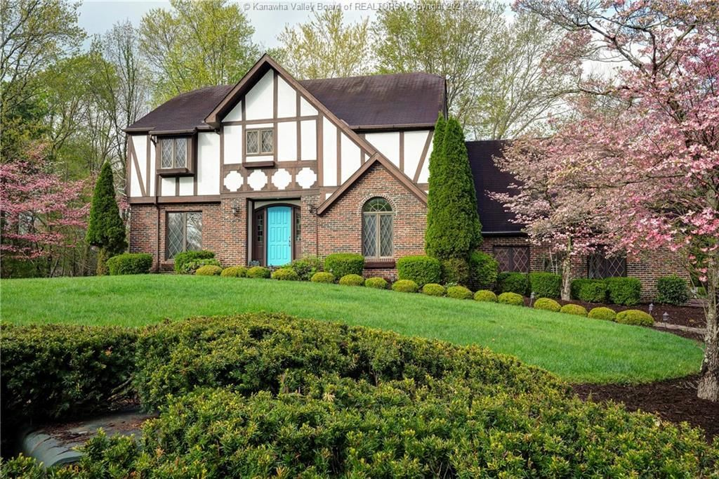 Luxurious 4-Bedroom House In South Charleston