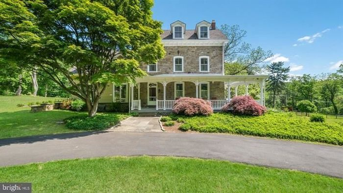 Renovated 7-Bedroom House In Huntingdon Valley