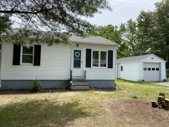 Updated 2-Bedroom House In Scarborough