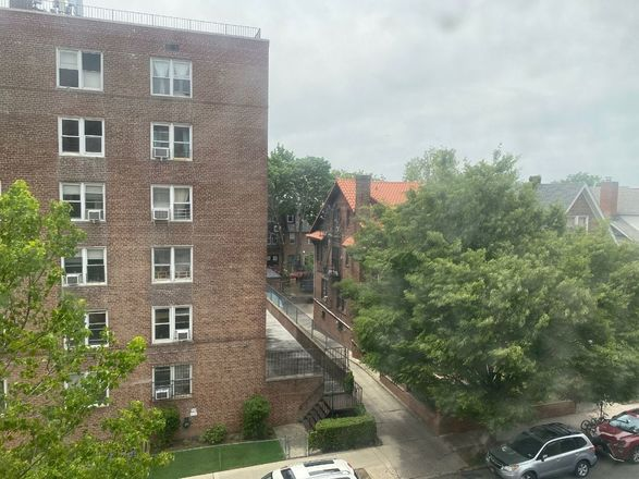 Renovated 2-Bedroom House In Jackson Heights