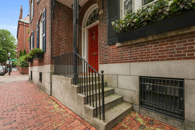 Renovated 6-Bedroom House In Beacon Hill