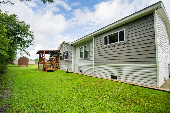 2304 SqFt Mobile Home In Gray