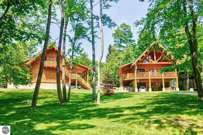 2744 SqFt House In Traverse City