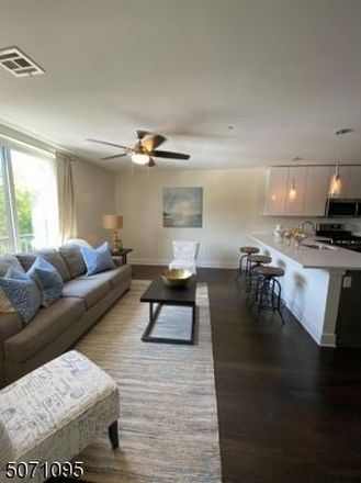 765 SqFt House In Academy Heights