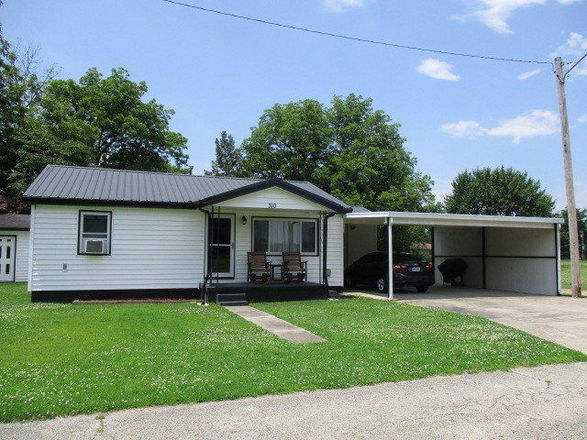 Updated 2-Bedroom House In Cardwell