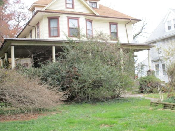6-Bedroom House In Clifton Heights