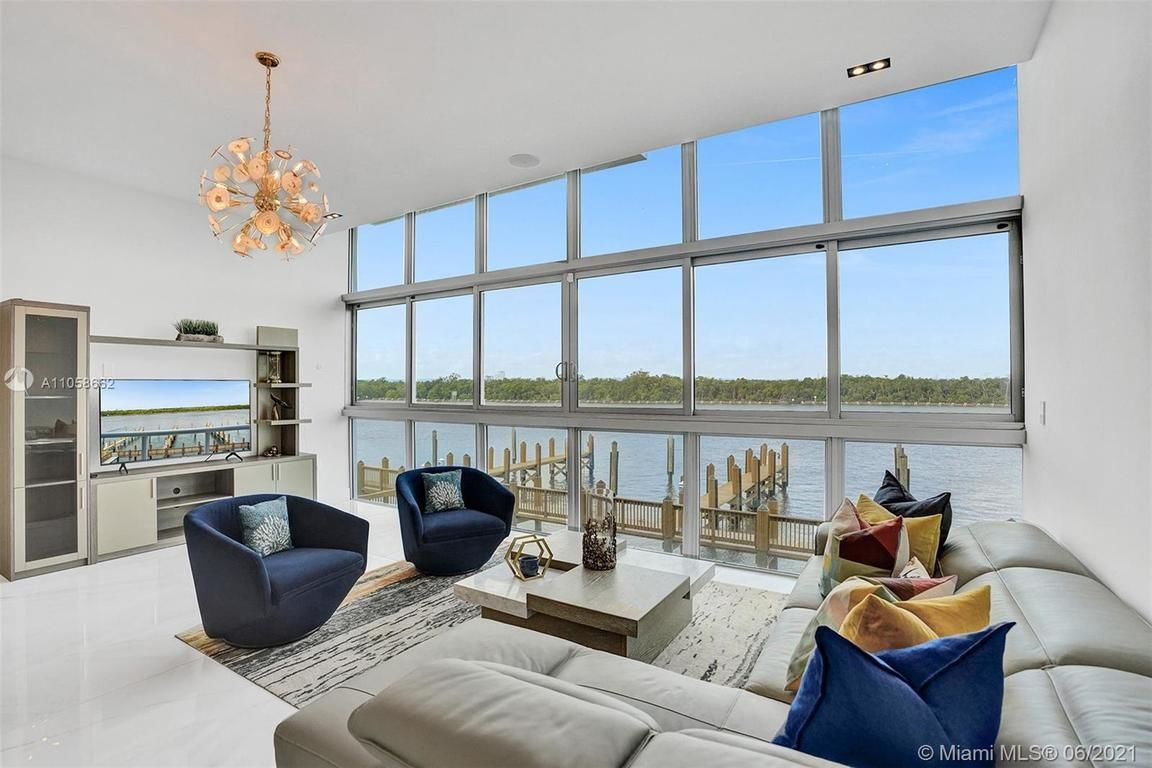 3-Bedroom Townhouse In South Central Beach