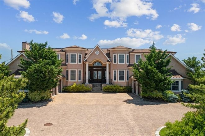 Luxurious 10-Bedroom House In Monmouth Beach