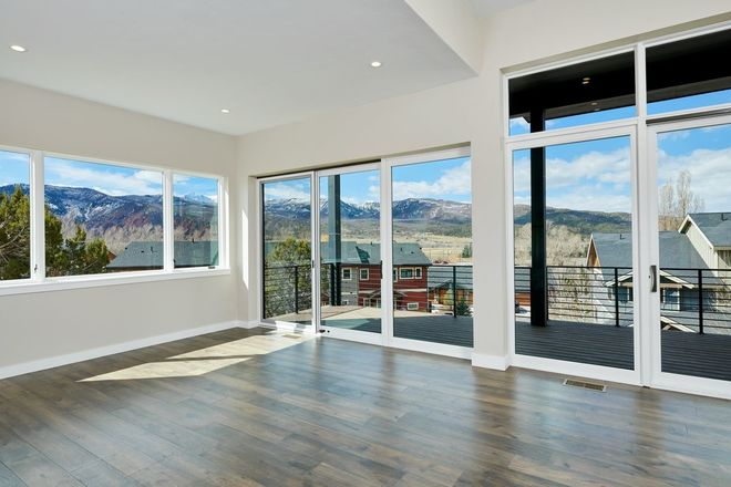 2703 SqFt Townhouse In Shadowrock Townhomes