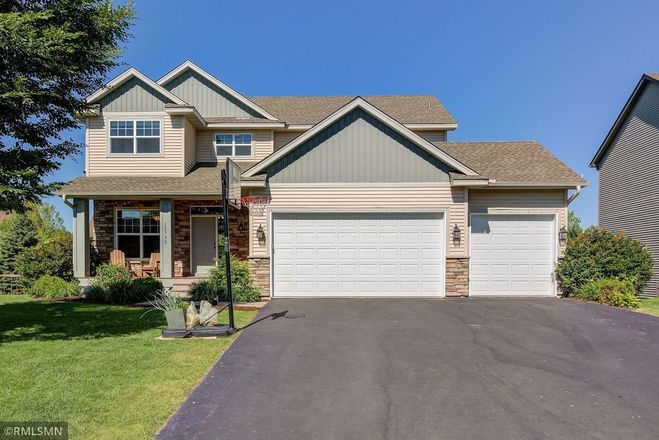 Updated 4-Bedroom House In Waters Edge South