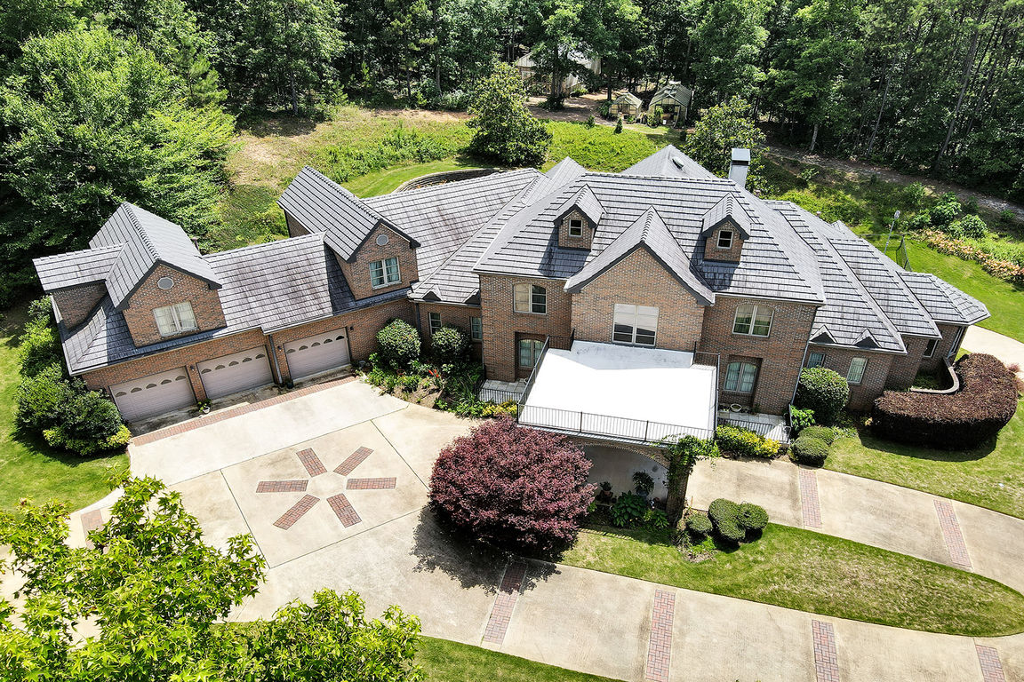 6-Bedroom House In West Point
