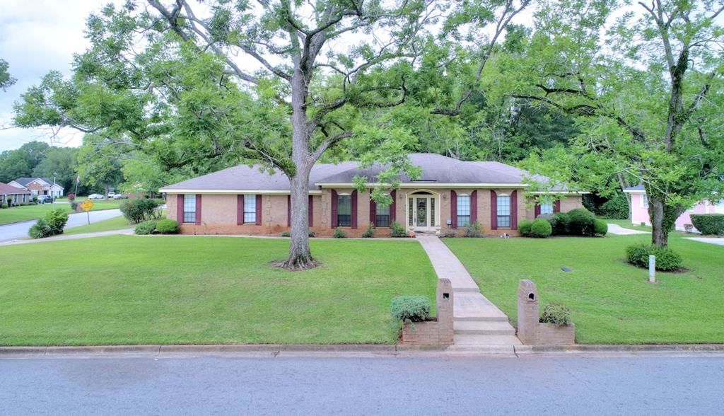 Updated 3-Bedroom House In Country Club Estates