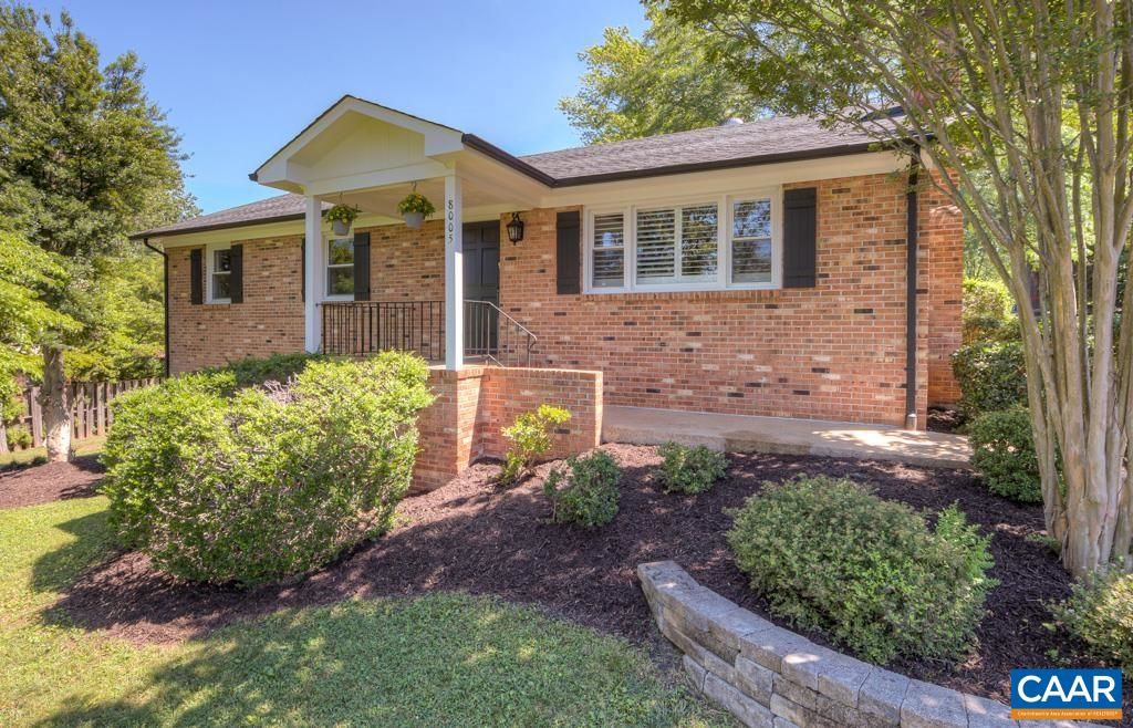 Renovated 5-Bedroom House In Hollymead