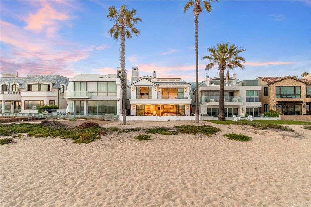 Sophisticated 5-Bedroom House In Balboa Peninsula Point
