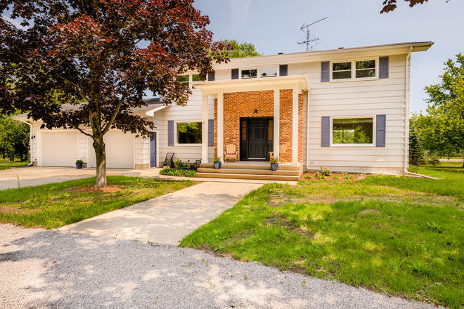 Renovated 4-Bedroom House In Lake Breeze