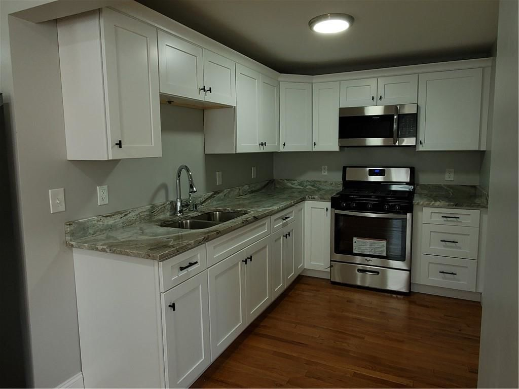 Renovated 2-Bedroom House In Woodlawn