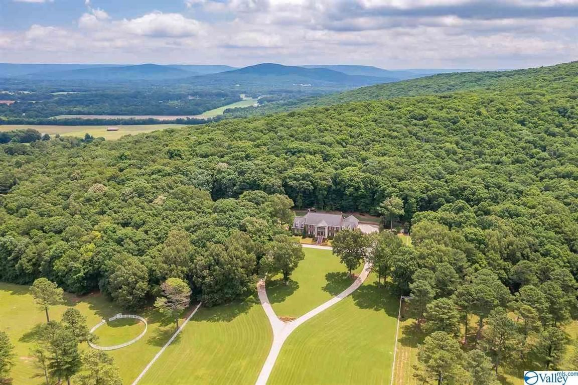 Stately 4-Bedroom House In Brownsboro