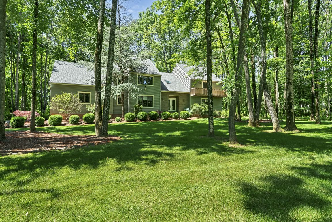 Updated 4-Bedroom House In Long Valley