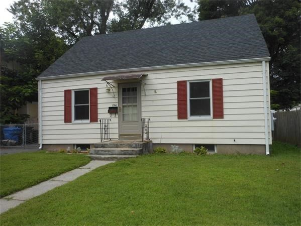 Updated 3-Bedroom House In East Forest Park