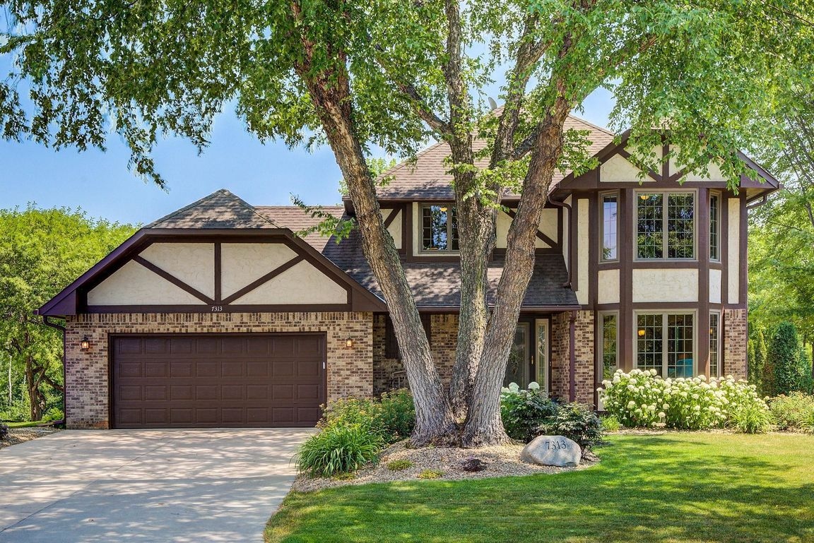 Updated 4-Bedroom House In Mounds View