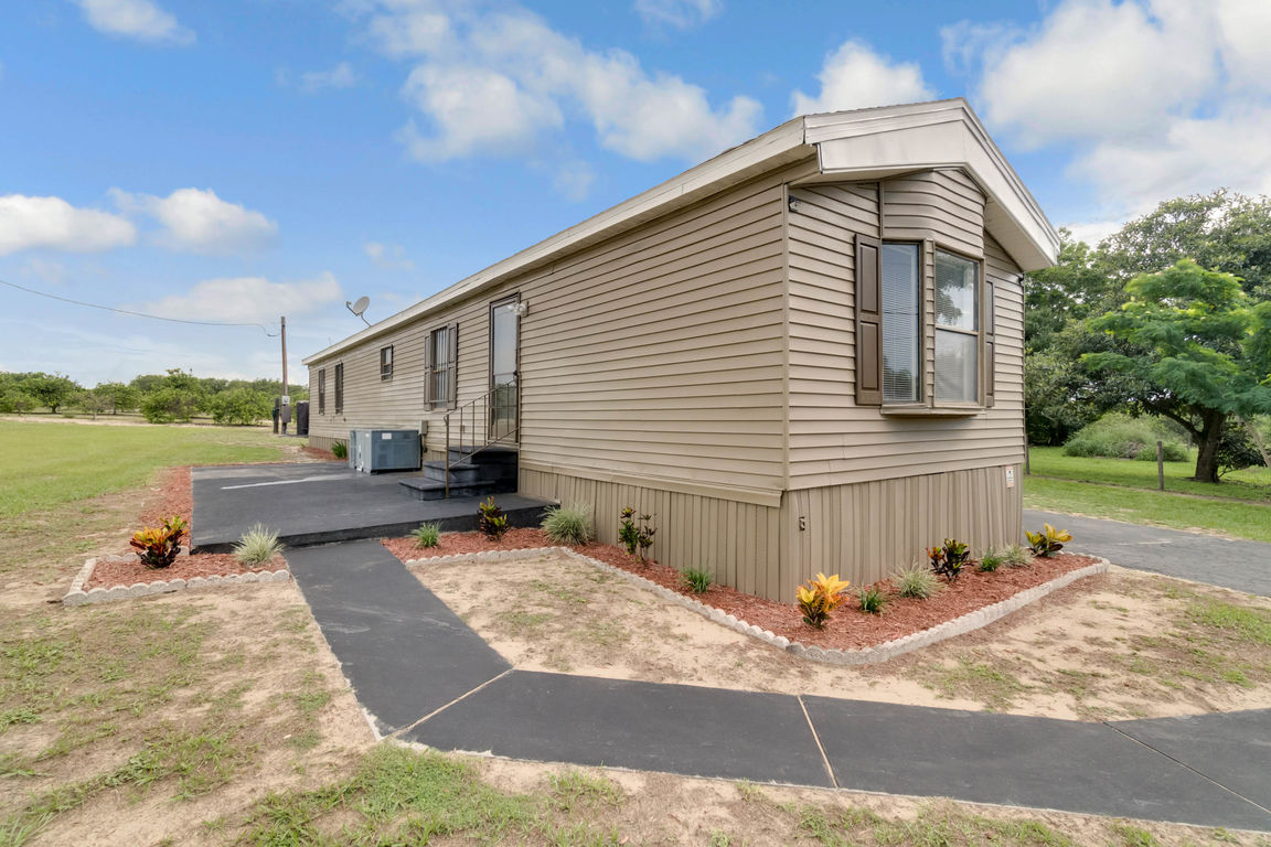 Renovated 2-Bedroom Mobile Home In Crooked Lake