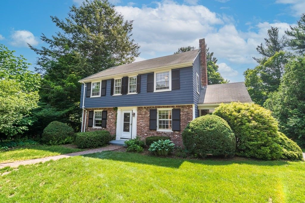 Updated 3-Bedroom House In Linden Square