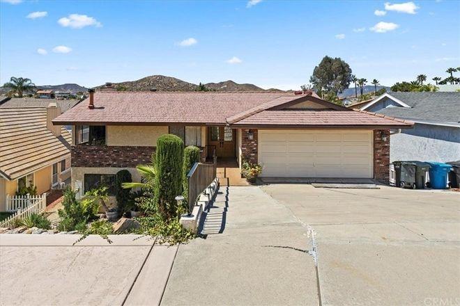 Upgraded 4-Bedroom House In Canyon Lake