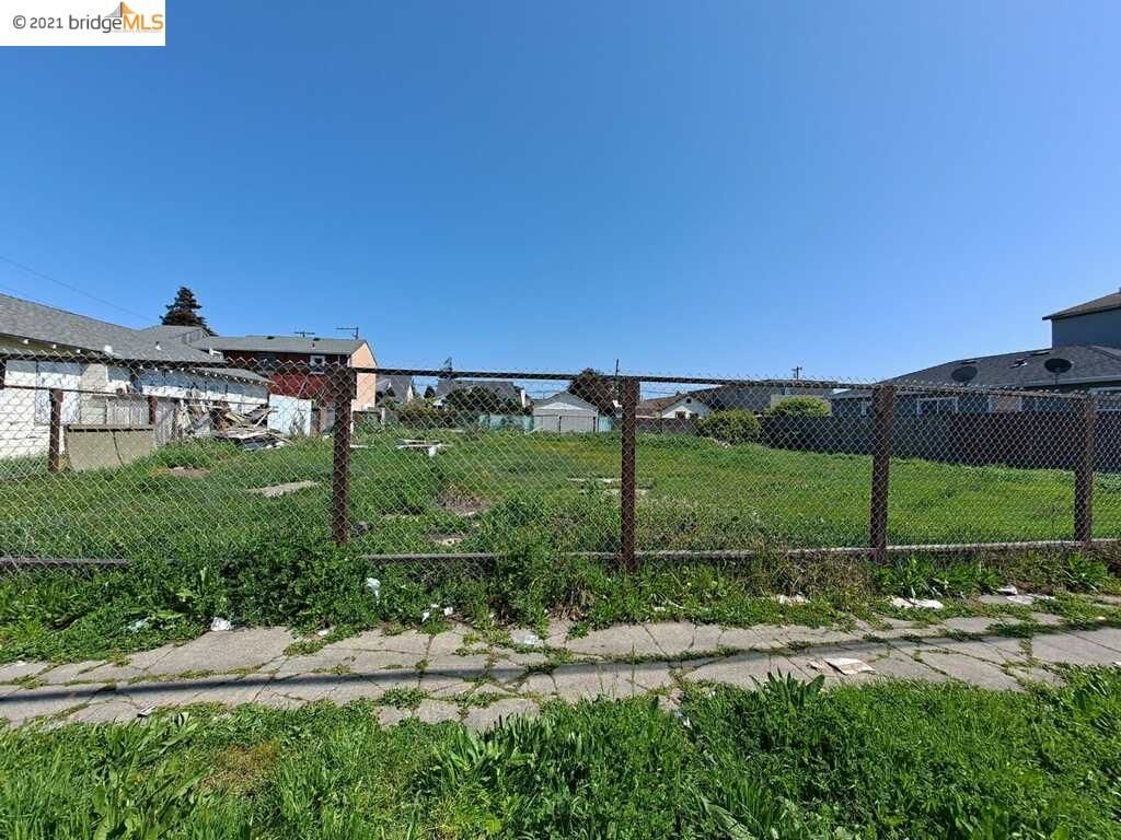 Lot In Iron Triangle