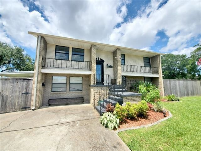 Updated 4-Bedroom House In Airline Park