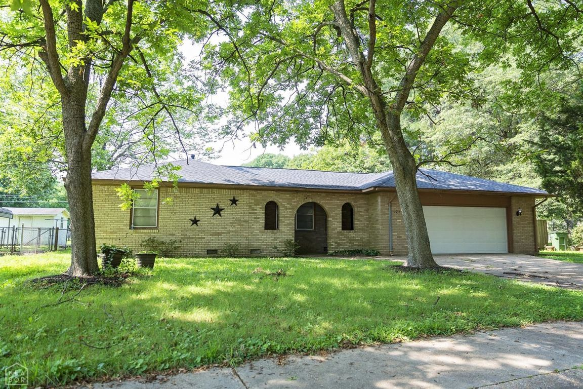 1892 SqFt House In Country Club Heights