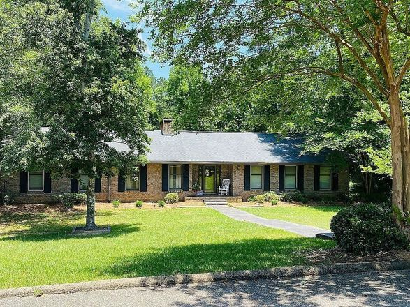 Updated 5-Bedroom House In Abbeville
