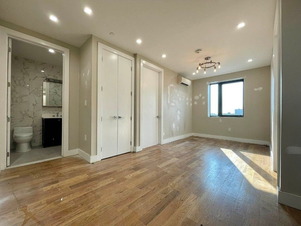 Renovated 2-Bedroom House In Bronx