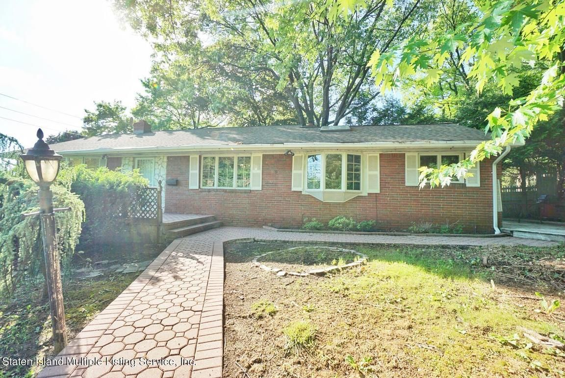 3-Bedroom House In Grymes Hill