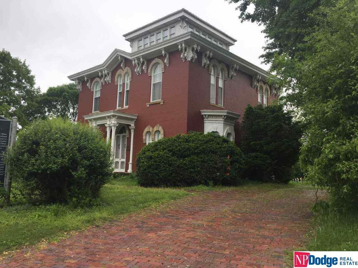 2-Story House In Brownville