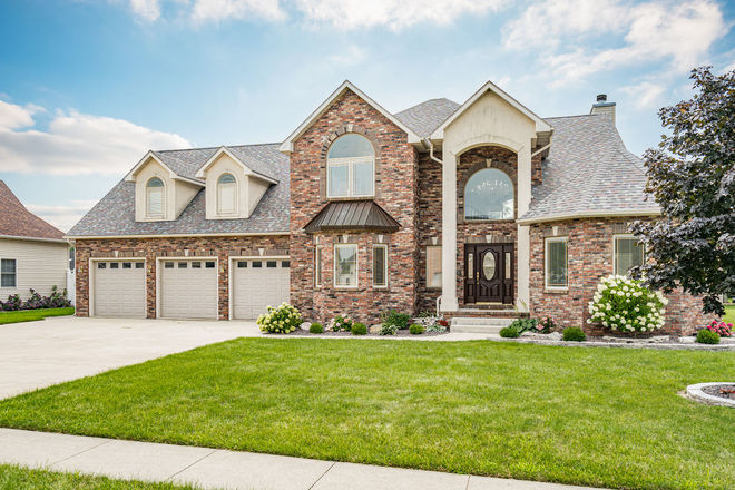 Luxurious 5-Bedroom House In Country Aire