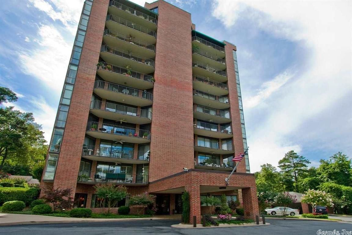 Sophisticated 3-Bedroom House In Treetops Condominiums