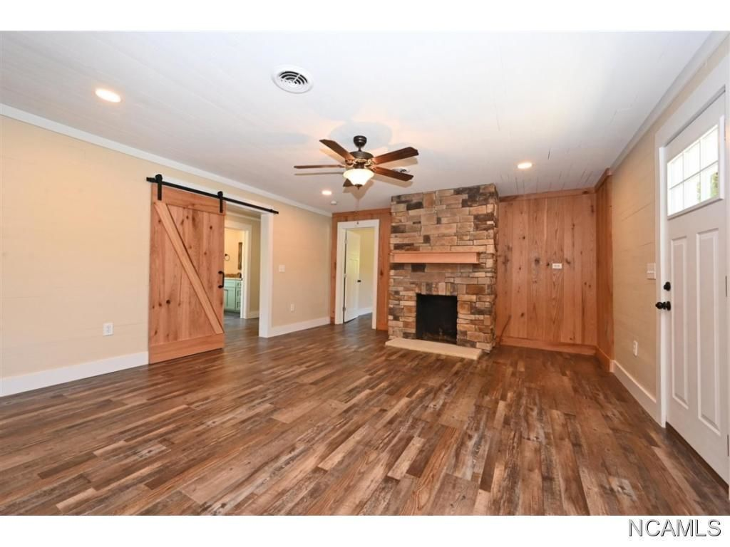 Remodeled 3-Bedroom House In Crane Hill