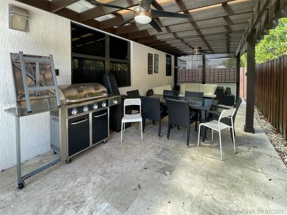 1755 SqFt House In Fountainebleau