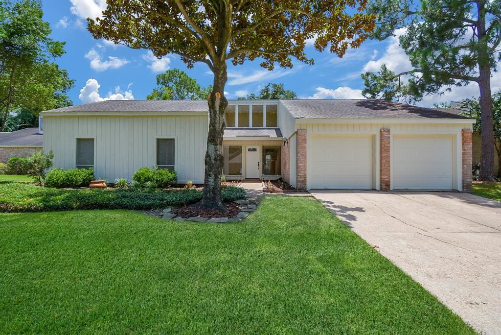 2262 SqFt House In Briar Forest