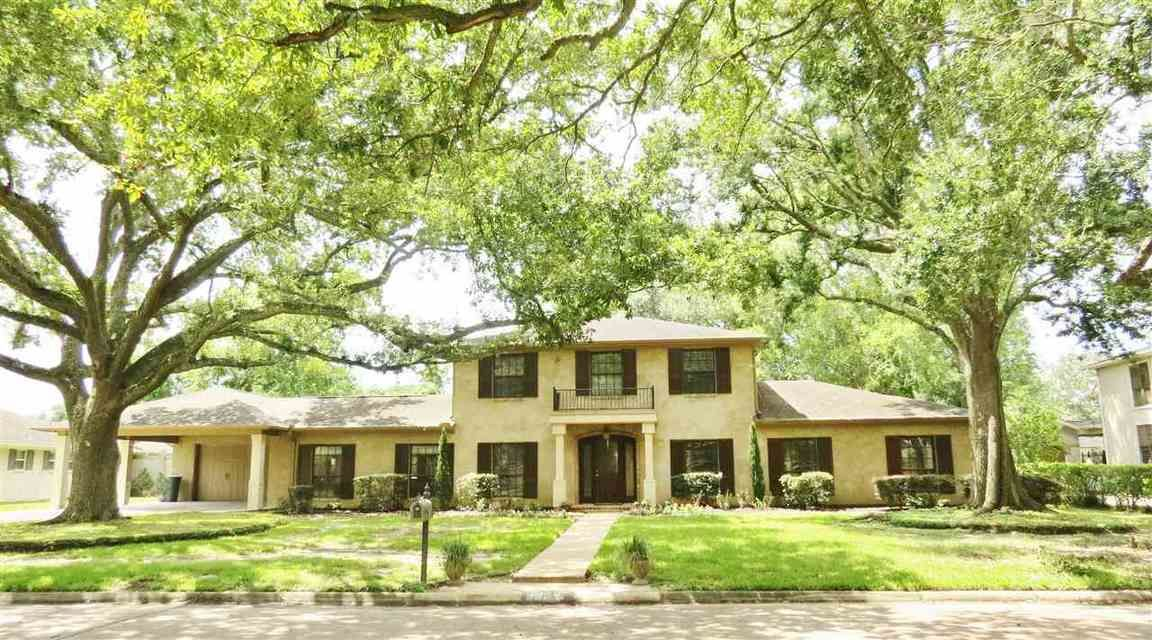 Stately 4-Bedroom House In Manion Oaks