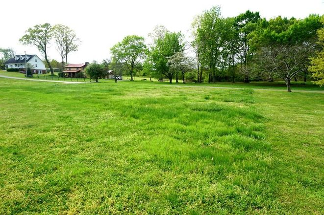Lot In Baneberry