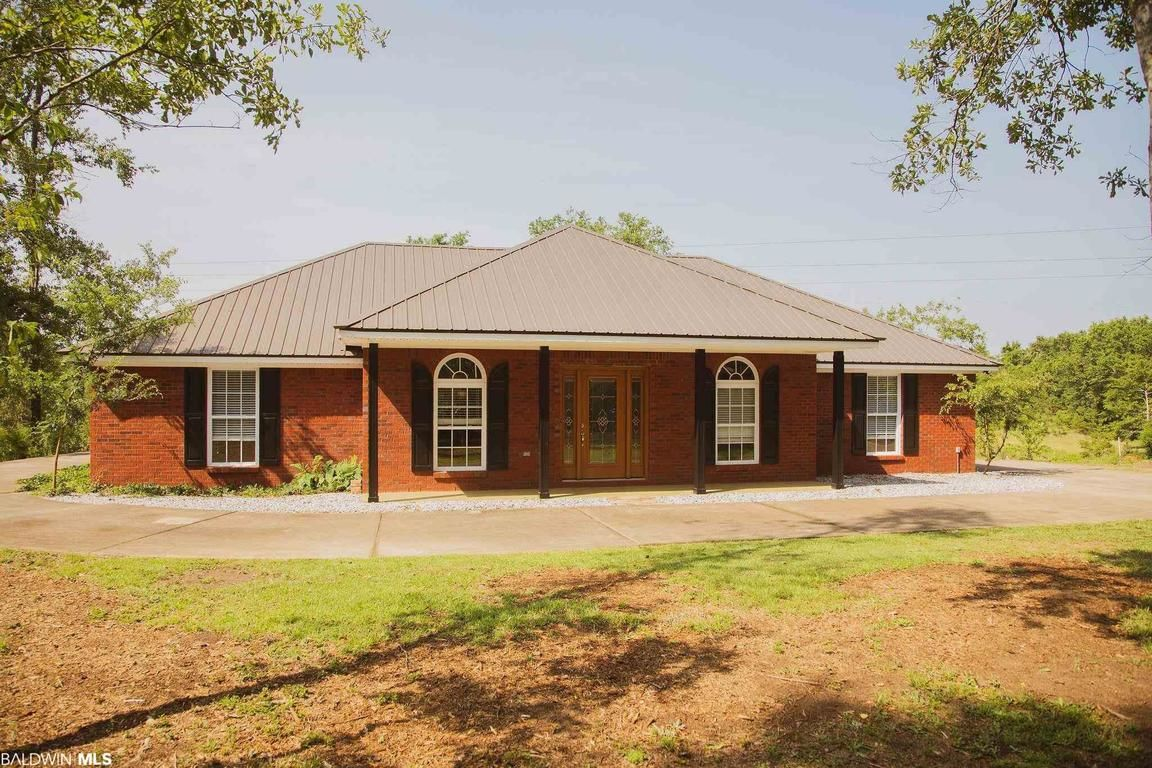 Upgraded 4-Bedroom House In Loxley