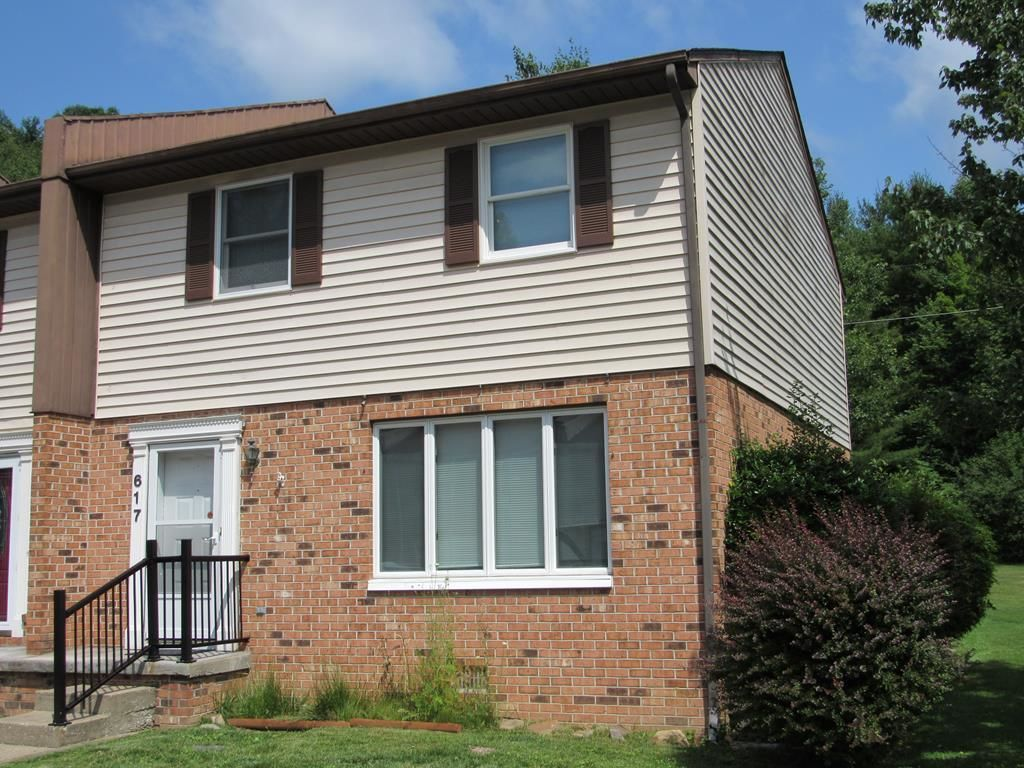 2-Story Townhouse In Beckley