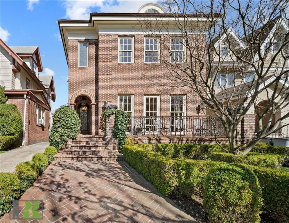 Stately 8-Bedroom House In Brooklyn